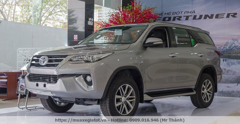 toyota fortuner 2017 trung bay tai showroom Toyota tan tao