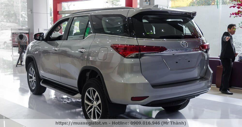 toyota-fortuner-2017-duoi-xe