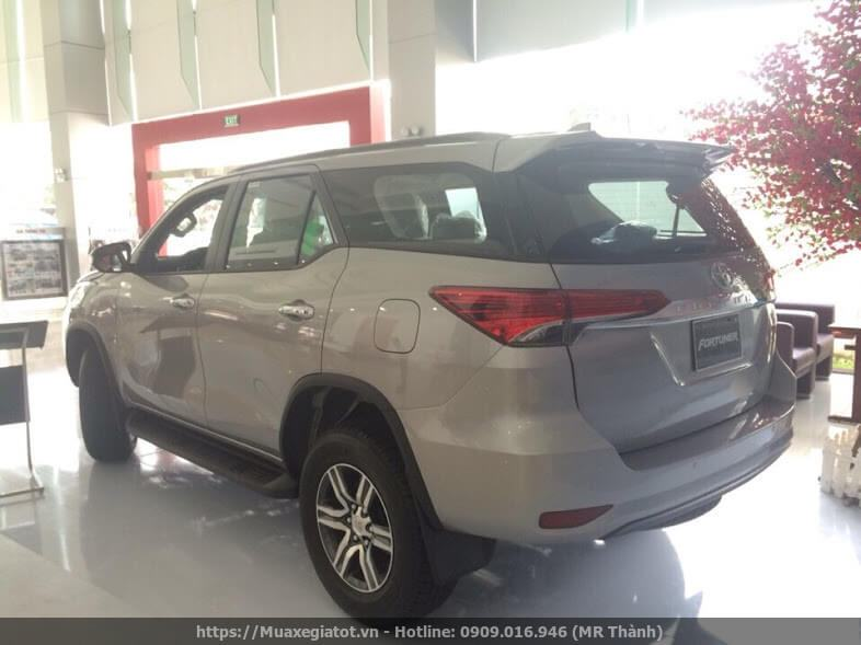 toyota fortuner 2017 may xang duoi xe