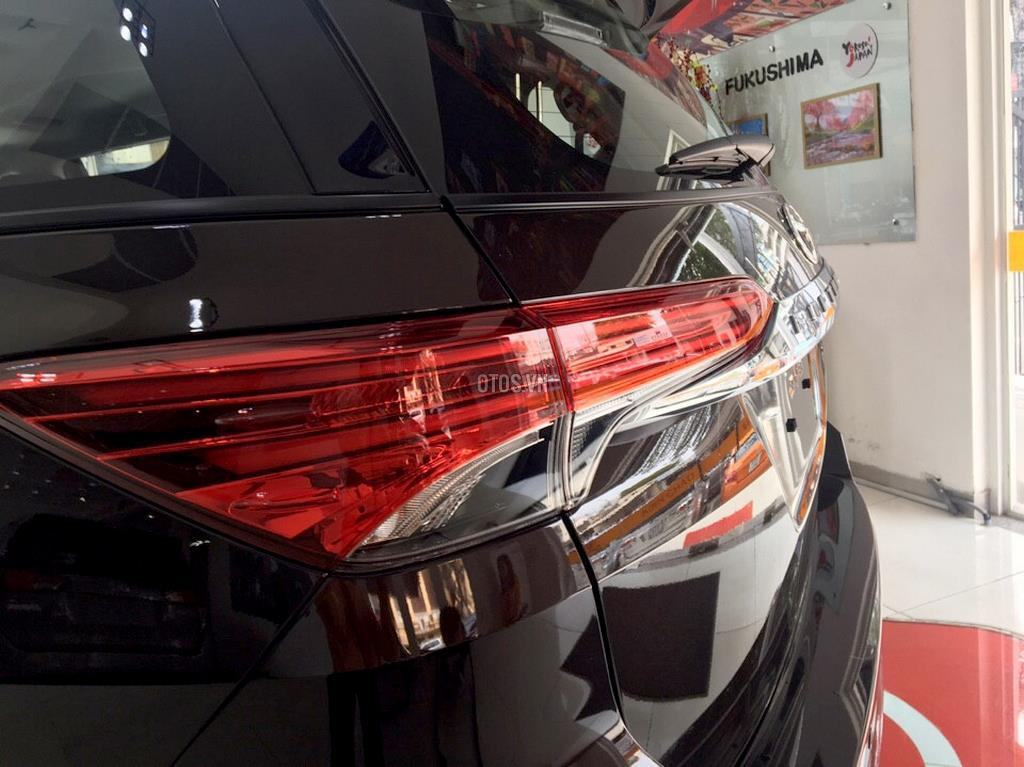 Muaxegiatot vn 2018 Toyota Fortuner 2 7V 4x2 20180317071524469 - So sánh xe Peugeot 5008 và Toyota Fortuner - Muaxegiatot.vn