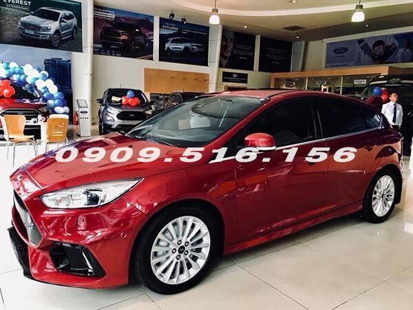 gia-xe-ford-focus-rs-2018-muaxegiatot-vn-3