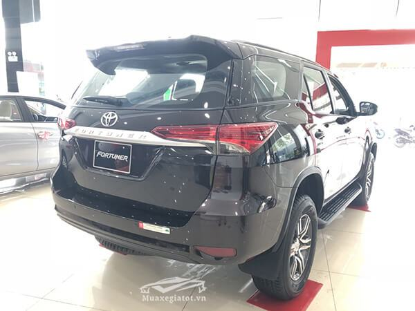 duoi-xe-fortuner-24g-mt-may-dau-so-san-muaxegiatot-vn-3