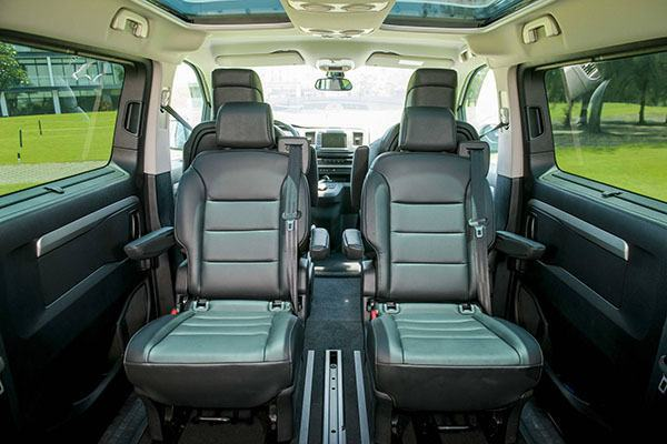 ghe-xoay-peugeot-traveller-luxury-2019-2020-7-cho-muaxegiatot-vn-32