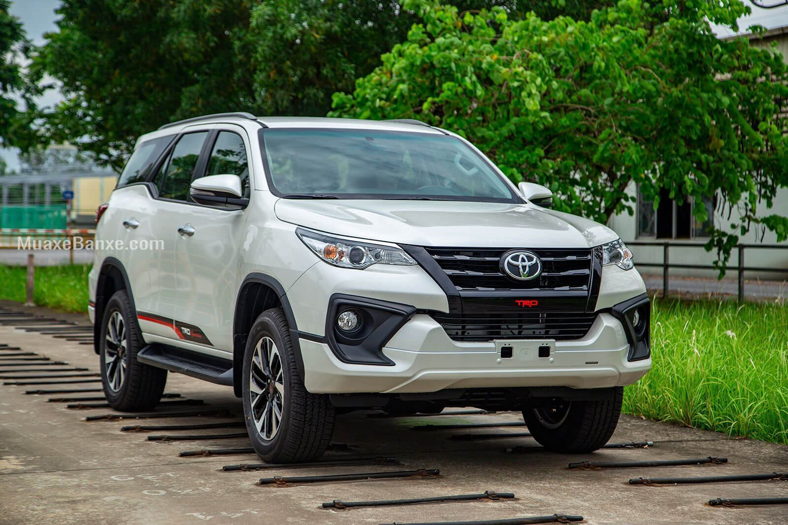 gia-xe-toyota-fortuner-trd-sportivo-2019-27l-42-may-xang-muaxegiatot-vn