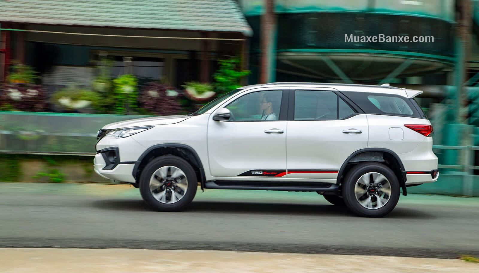 hong-xe-toyota-fortuner-trd-sportivo-2019-27l-42-may-xang-muaxegiatot-vn
