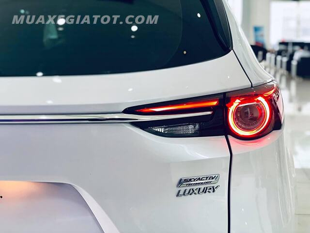 logo-luxury-tren-mazda-cx8-luxury-2019-2020-mau-do-muaxegiatot-com