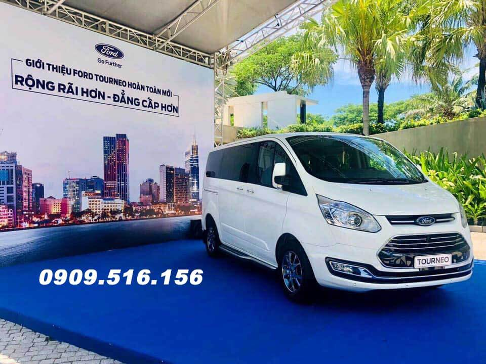 giá xe ford tourneo 2019