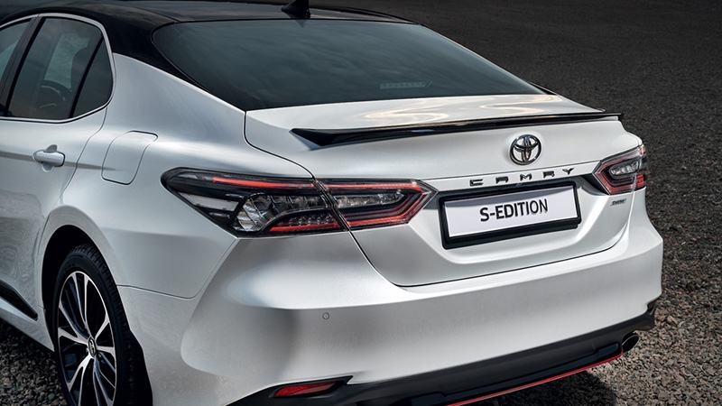 Duoi_Xe_Toyota_Camry_S_Edition_2020_Muaxegiatot_vn