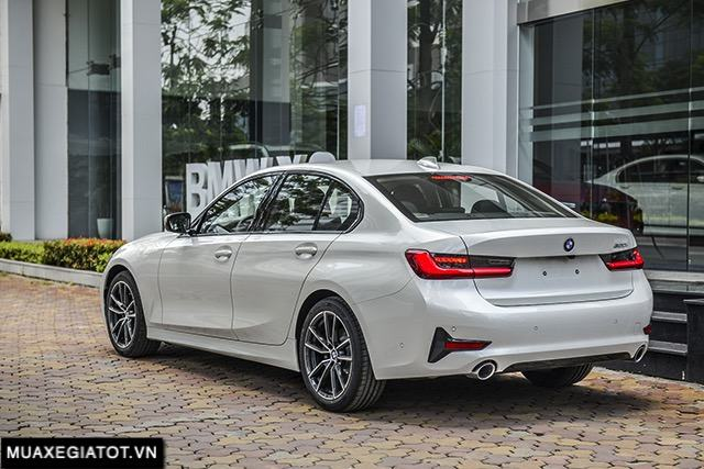 duoi-xe-bmw-320i-sport-line-plus-2020-2021-muaxegiatot-vn