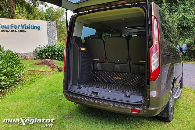 1-cop-xe-ford-tourneo-2020-2021-muaxegiatot-vn