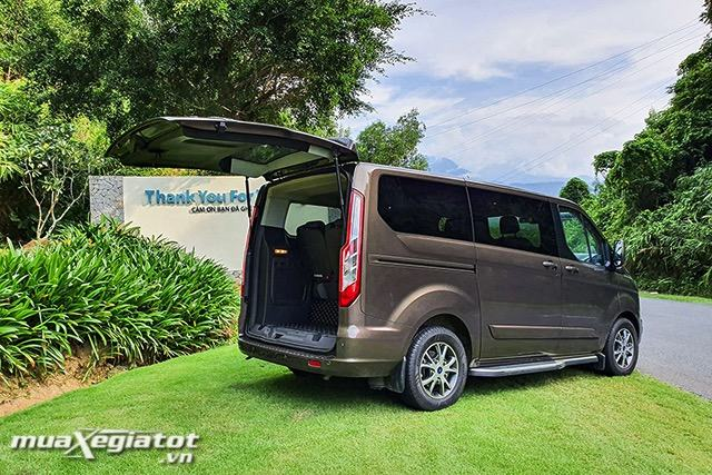 cop-xe-ford-tourneo-2020-2021-muaxegiatot-vn
