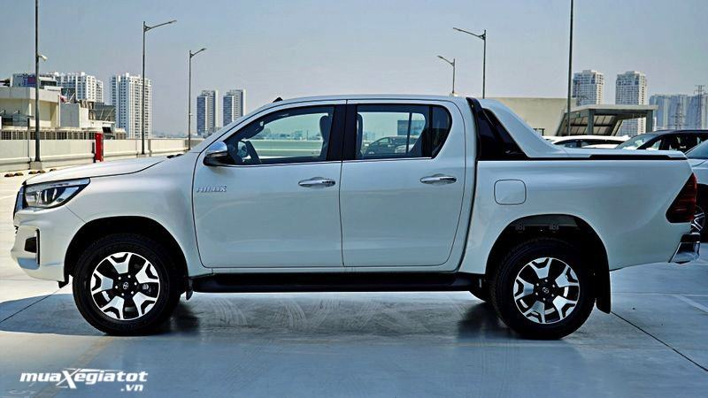 thung-xe-toyota-hilux-2020-2021-muaxegiatot-vn