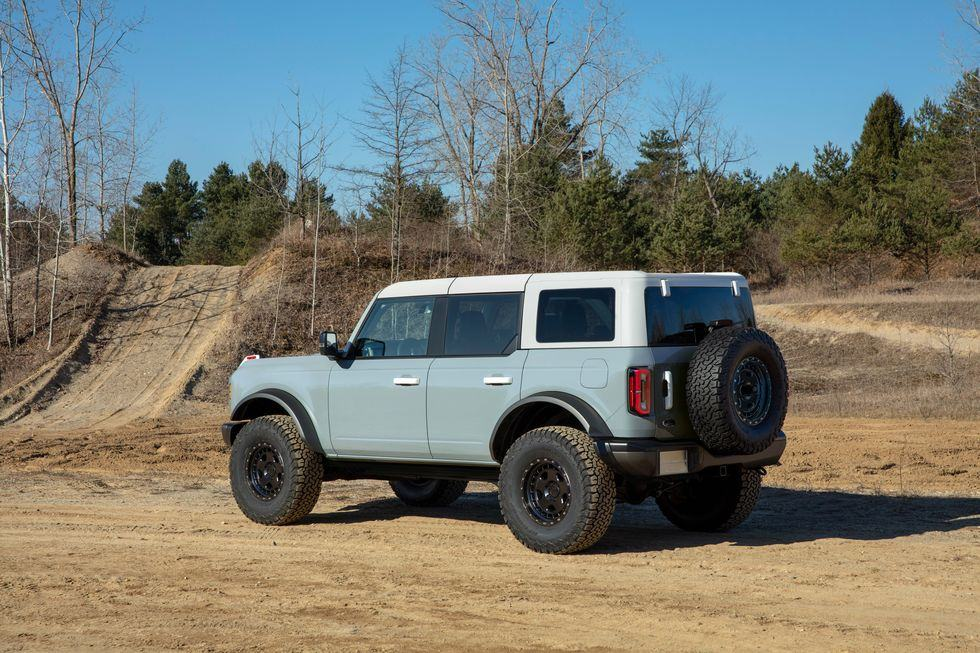 than-xe-ford-bronco-2021-muaxegiatot-vn