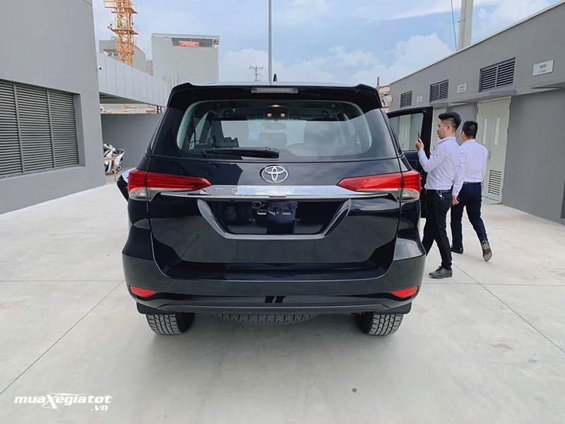 duoi-xe-toyota-fortuner-may-dau-at-24l-2021-muaxegiatot-vn