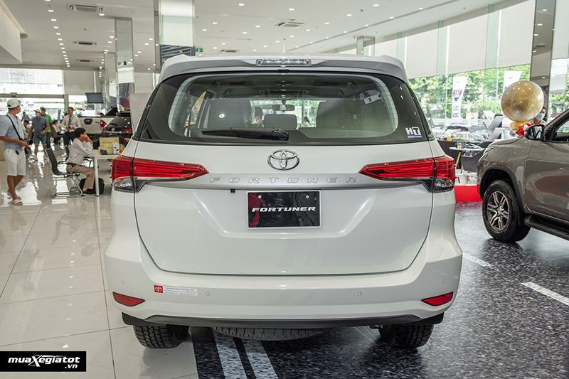 duoi-xe-toyota-fortuner-may-dau-so-san-2021-muaxegiatot-vn