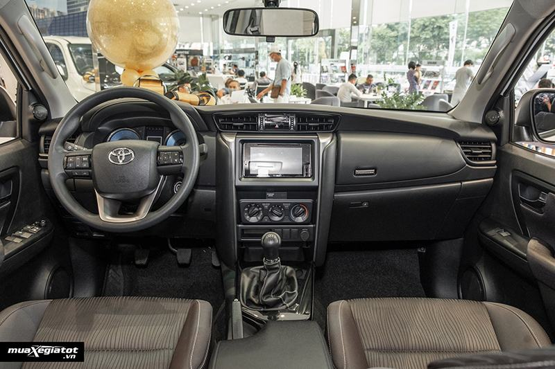 noi-that-xe-toyota-fortuner-may-dau-so-san-2021-muaxegiatot-vn