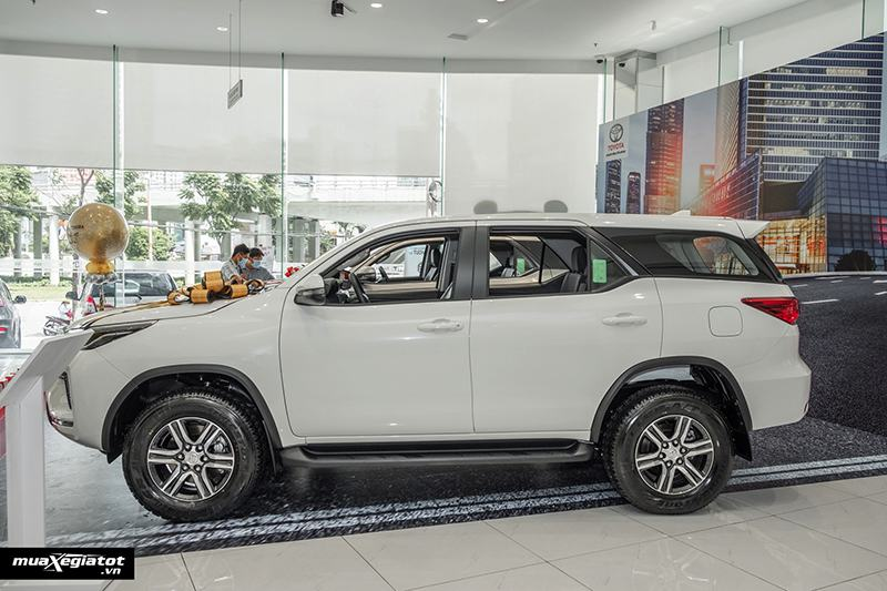 than-xe-toyota-fortuner-may-dau-so-san-2021-muaxegiatot-vn