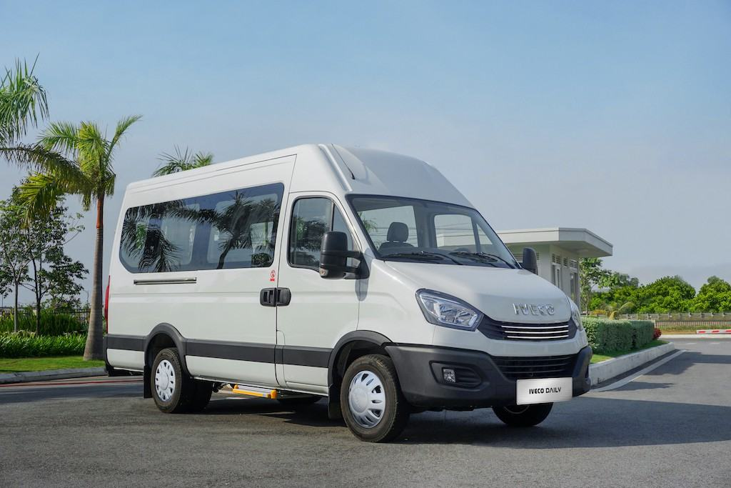 xe-minibus-iveco-daily-2020-2021-muaxegiatot-vn