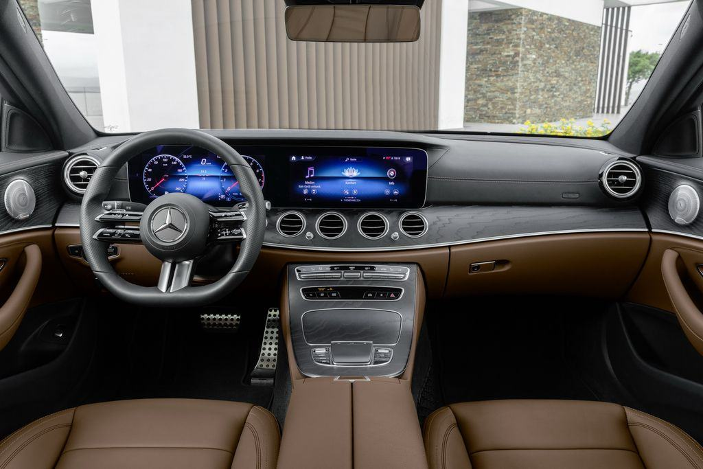 Noi-that-xe-Mercedes-Benz-E-Class-2021-Muaxegiatot-vn