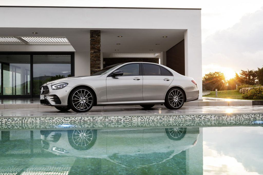 Than-xe-Mercedes-Benz-E-Class-2021-Muaxegiatot-vn